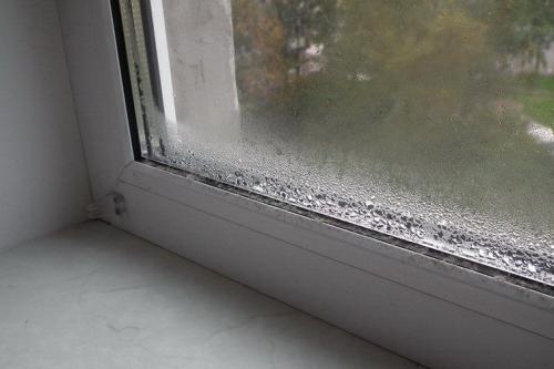 Почему потеет пластиковое окно изнутри. Причины и последствия запотевания окон