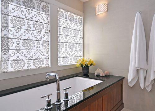Шторы в ванную на окно. Римские шторы