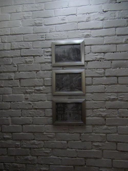 Чем красить кирпичную стену в комнате. Стоимость покраски стен