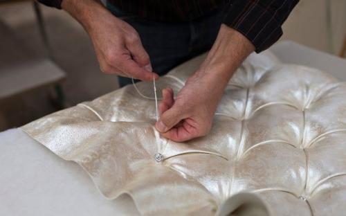 Замена обивки дивана своими руками. Материалы для обтяжки
