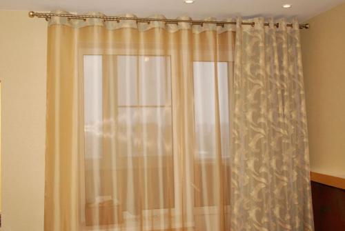 Как расширить зрительно узкую комнату. Что сделает комнату больше?