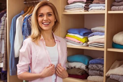 Как сэкономить место в шкафу. Просто и полезно: 6 лайфхаков для экономии места в шкафах с одеждой