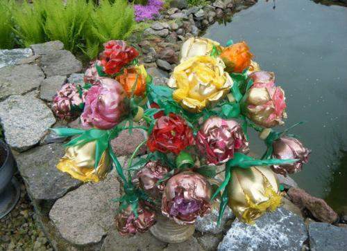 Роза из пластиковых бутылок своими руками пошагово для начинающих. Изящные розы из пластиковых бутылок
