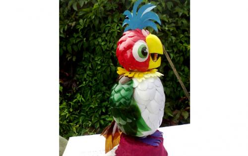 Поделка своими руками попугай. Попугай из пластиковых ложек и бутылок