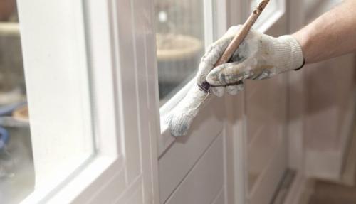 Чем можно на зиму заклеить окна. Особенности и основные требования