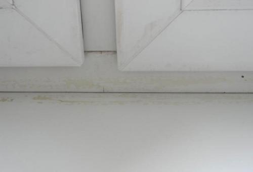 Как заклеить окна уплотнителем. Чем заделать пластиковые окна, чтобы не дуло