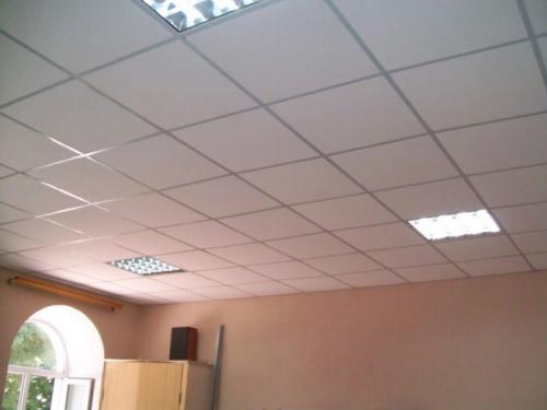 Что дешевле подвесной потолок или натяжной. Чем отличается навесной потолок от натяжного?