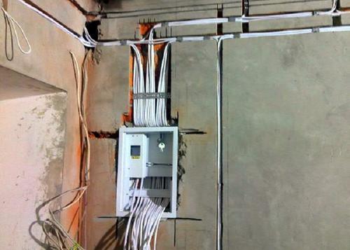 Электрика в частном доме. Необходимые инструменты для работы