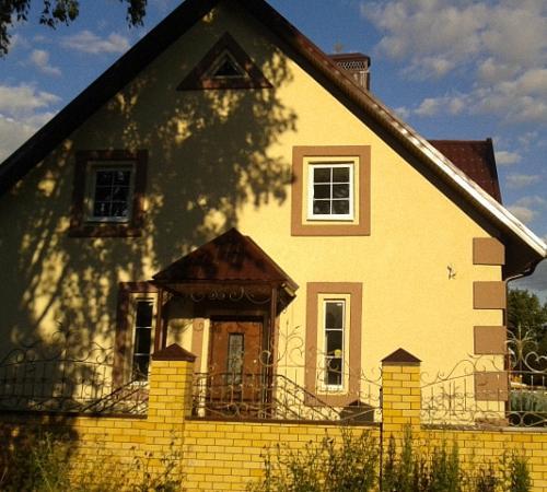 Покраска фасада дома: преимущества и недостатки