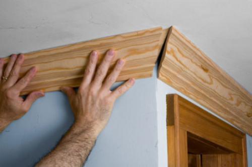 Как правильно обрезать плинтуса на потолок. Как правильно резать углы потолочных плинтусов: как с помощью стусла так и без него