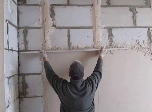 Как штукатурить пенобетонные блоки. Как оштукатурить стену из пеноблоков своими руками?