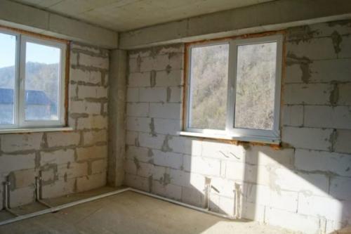 Штукатурить или шпаклевать стены из газобетона. Штукатурка стен из газоблока своими руками